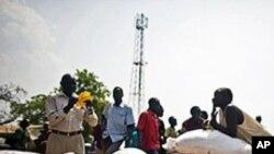 식량을 분배받는 남부 수단주민들