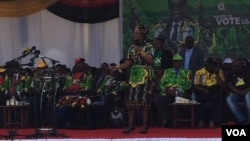 Grace Mugabe addressing the crowd in Chinhoyi, Mashonaland West, on Saturday.