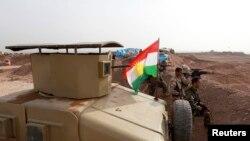 عکس آرشیوی از مواضع گروهی از پیشمرگه های کرد عراق در نبرد علیه گروه داعش در حومه موصل - ژانویه ۲۰۱۵