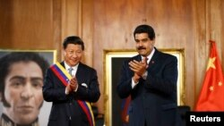 Presiden China Xi Jinping (kiri) dan Presiden Venezuela Nicolas Maduro, dalam pertemuan di Istana Miraflowers, Caracas (20/7).