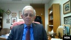 Danijel Server je profesor na Školi za napredne međunarodne odnose pri Univerzitetu Džons Hopkins.