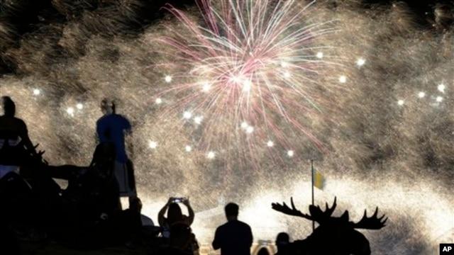 Fireworks explode over the Philadelphia Museum of Art during an Independence Day celebration, Thursday, July 4, 2013, in Philadelphia. (AP Photo/Matt Rourke)