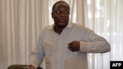 2014年10月30日,布基纳法索前国防部长,退役将领卢格在首都瓦加杜古军方总部,他被反对党推出替代总统孔波雷。