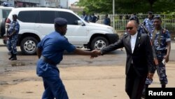 Umushikiranganji w'umutekano mu Burundi Alain Guillaume Bunyoni aramukanye n'umuvugizi w'igipolisi Pierre Nkurikiye