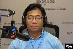 FILE: Mr. Nop Vy, Media Director, Cambodian Centre for Independent Media in VOA studio in Phnom Penh, Cambodia when he joins as a guest on Hello VOA on October 03, 2019. (Lim Sothy/VOA Khmer)