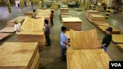 Permasalahan industri kayu yang dihadapi Indonesia sekarang lebih disebabkan oleh resesi ekonomi global (foto: ilustrasi).