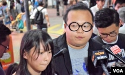 香港眾志常委周庭(左)和林淳軒。(美國之音湯惠芸攝)