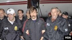 Bout fue arrestado en Tailandia, en 2008, durante una operación de agentes estadounidenses y luego fue extraditado a Estados Unidos.