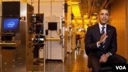 Barack Obama visitó una de las instalaciones de Intel en Hillsboro, en Oregón.