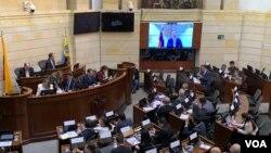 Durante la sesión, el presidente encargado de Venezuela, Juan Guaidó, hizo una intervención televisiva. Imagen tomada de video. VOA/Karen Sánchez. Bogotá, octubre 2 de 2019.