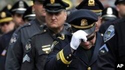 Junto al vicepresidente Joe Biden asistieron a la ceremonia fúnebre miles de policías.