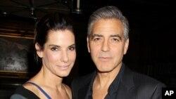 "Sandra Bullock ກັບດາລາຊາຍຊື່ດັງ George Clooney ສະແດງນຳໃນຮູບເງົາເລື້ອງ ""Gravity"" ."