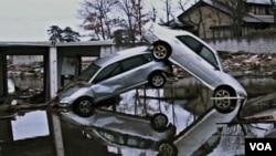 Bencana gempa dan tsunami berdampak negatif pada berbagai aspek ekonomi Jepang.