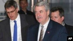 星期二(一月8日)美國貿易代表們在北京離開酒店前往與中方貿易談判。
