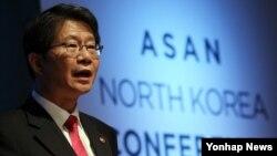 류길재 힌극 통일부 장관이 25일 서울 아산정책연구원에서 열린 국제학술대회 '아산 북한회의'에서 기조연설을 하고 있다.