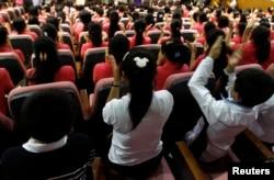 한국의 북한이탈주민 정착 지원 시설인 '하나원'에서 탈북자들이 교육을 받고 있다.