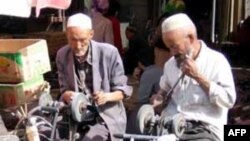 Warga muslim Uighurs di daerah otonomi Xinjiang Uygur, Tiongkok (Foto: dok). Pemerintahh Tiongkok telah menjatuhkan hukuman mati bagi tiga muslim Uighurs yang didapati bersalah hendak membajak pesawat awal tahun ini.