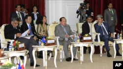 ASEAN foreign ministers of Cambodia, center, Brunei, right, and Secretary-General Surin Pitsuwan meet with Inter-Governmental Commission on Human Rights Representative at Peace Palace in Phnom Penh, Cambodia, July 8, 2012.