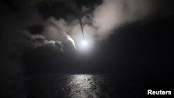 នាវាចម្បាំងអាមេរិកឈ្មោះ USS Porter DDG 78 ដែលមានផ្ទុុកមីស៊ីល បានបាញ់គ្រាប់មីស៊ីលចេញពីសមុទ្រមេឌីទែរ៉ានេ ប្រឆាំងនឹងប្រទេសស៊ីរី កាលពីថ្ងៃទី៧ ខែមេសា។