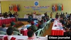 ၂၀၁၄ ခုႏွစ္ဆန္းပိုင္းက ကရင္ျပည္နယ္အတြင္း က်င္းပခဲ့တဲ့ KNPP ပါဝင္တဲ့ တုိင္းရင္းသားလက္နက္ကိုင္ ၁၇ ဖြဲ႔ အစည္းအေဝးမွတ္တမ္းဓာတ္ပံု။ (ဓာတ္ပံု-Lachid Kachin)