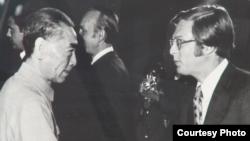 1971年周恩来与洛德在人民大会堂(洛德提供)