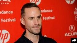 """Joseph Fiennes, es hermano del galardonado actor inglés, Ralph Fiennes. Su más reciente película """"Strangerland"""" se estrenó en 2015 en el Festival Sundance."""