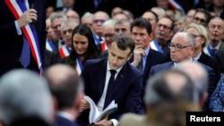 Frans Cumhurbaşkanı Emmanuel Macron belediye başkanlarıyla biraraya gelerek 7 saatlik bir toplantı yaptı ve soruları yanıtladı. Toplantı haber kanalları tarafından canlı yayınlandı.