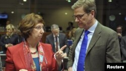 کاترین اشتون، رییس سیاست خارجه اتحادیه اروپا و گیدو وستروله وزیر خارجه آلمان در بروکسل