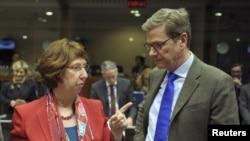 Visoka predstavnica EU Ketrin Ešton i nemački ministar spoljnih poslova, Gvido Vestervele uoči ministarskog sastanka EU, Brisel, 10. decembar 2012.