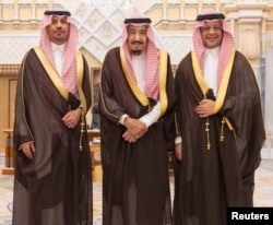 Saudi King Salman bin Abdulaziz Al Saud poses for a photo with National Guard Minister Khaled bin Ayyaf and Economy Minister Mohammed al-Tuwaijri during a swearing-in ceremony in Riyadh, Nov. 6, 2017. (Saudi Press Agency/Handout via Reuters)