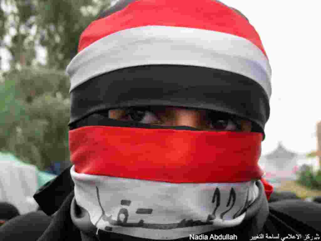 Một người Yemen trẻ tham gia biểu tình (Ảnh: Nadia Abdullah)