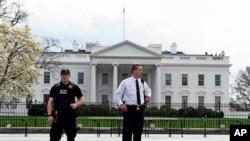 Агенти на Тајната служба пред Белата куќа