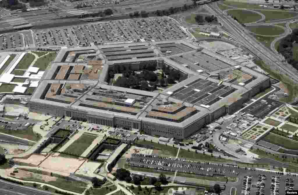 美国国防部五角大楼。7月14日,美国共和党主导的众议院通过了一个国防政策法案,宣布气候变化是国家面临的安全威胁,还要求严格监督国防部的网络运作,也拒绝了川普行政当局关于关闭一些军事基地的要求。
