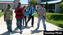 Foto de estudantes universitários
