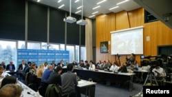 Bokutani ya ba experts ya bokolongono na ndako ya Mabongisi ya molongo mpo na bokolongono (OMS) na Genève, Suisse, 11 février 2020.