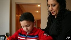 اشتن یکتن از اطفال مبتلا به اوتیزم که از دوسالگی تحت تداوی قرار دارد.