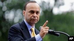 El congresista Luis Gutiérrez preside el equipo especial sobre inmigración creado por la junta de legisladores hispanos del Congreso.