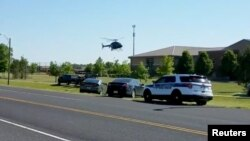 Cảnh sát vây quanh trường cấp 2 Noblesville West ở Noblesville, Indiana, hôm 25/5/2018