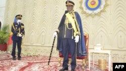 Le président tchadien Idriss Déby a reçu officiellement le titre de maréchal du Tchad lors d'une cérémonie à l'Assemblée nationale le 11 août 2020 à N'Djaména, à l'occasion du 60e anniversaire de l'indépendance du Tchad. (Photo par Renaud MASBEYE BOYBEYE