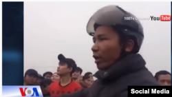 Ông Hà Văn Thành tham gia một cuộc biểu tình vì môi trường ở Việt Nam.