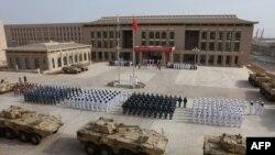 中国驻吉布提基地的部队举行营区进驻仪式。(2017年8月1日)