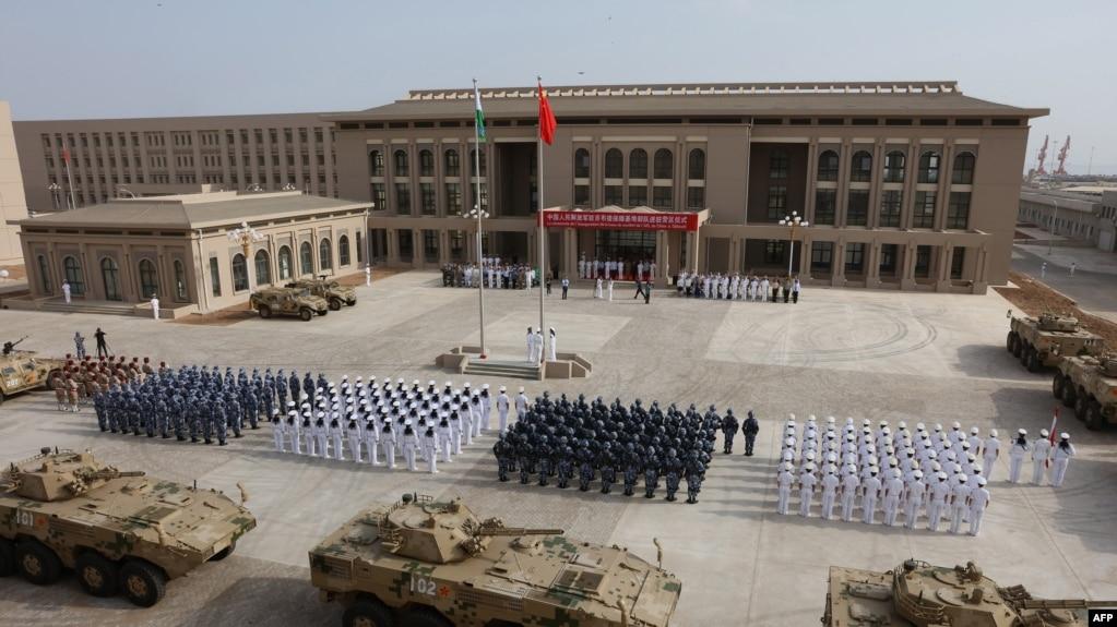 中國駐吉布提基地的部隊舉行營區進駐儀式。 (2017年8月1日)