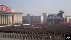 지난달 25일 북한 평양 김일성광장에서 미국을 비난하는 평양시 군민대회가 열리고 있다. (자료사진)