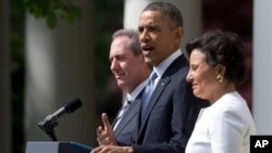 Майк Фроман, Барак Обама и Пенни Притцкер. Белый дом. Вашингтон. 2 мая 2013 г.