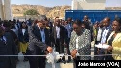 Governador de Benguela, Rui Falcão, e ministra das Pescas e do Mar, Vitória de Barros, inauguram fábrica de proessamento de pescado