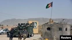 Avganistanske snage bezbednosti sprovode istragu na mestu bombaškog napada u Kandaharu, 6. jula 2021.