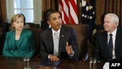 Xillari Klinton prezident Barak Obamaning tashqi siyosat bo'yicha o'ng qoli. Mintaqaga uning darajasidagi rasmiy bormaganiga ancha bo'ldi.