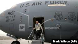 Menteri Pertahanan Amerika di Kabul, Afghanistan, 7 Desember 2013.