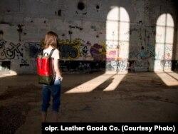 В асортименті товарів є рюкзаки та сумки