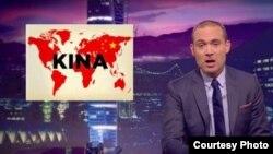 瑞典电视台主持人伦达尔9月28日使用改版世界地图讽刺中国(苹果日报图片)